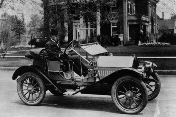 An early Hudson automobile 3