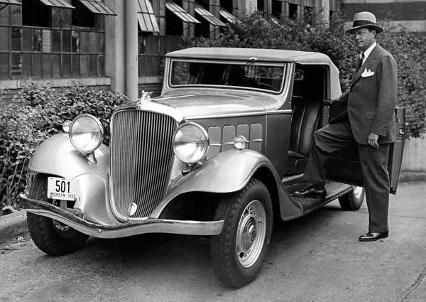 Roy Chapin standing next to a 1933 Hudson 1