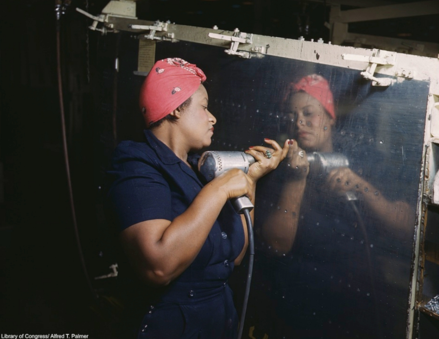African American women working on wartime production Library of Congress RESIZED 3