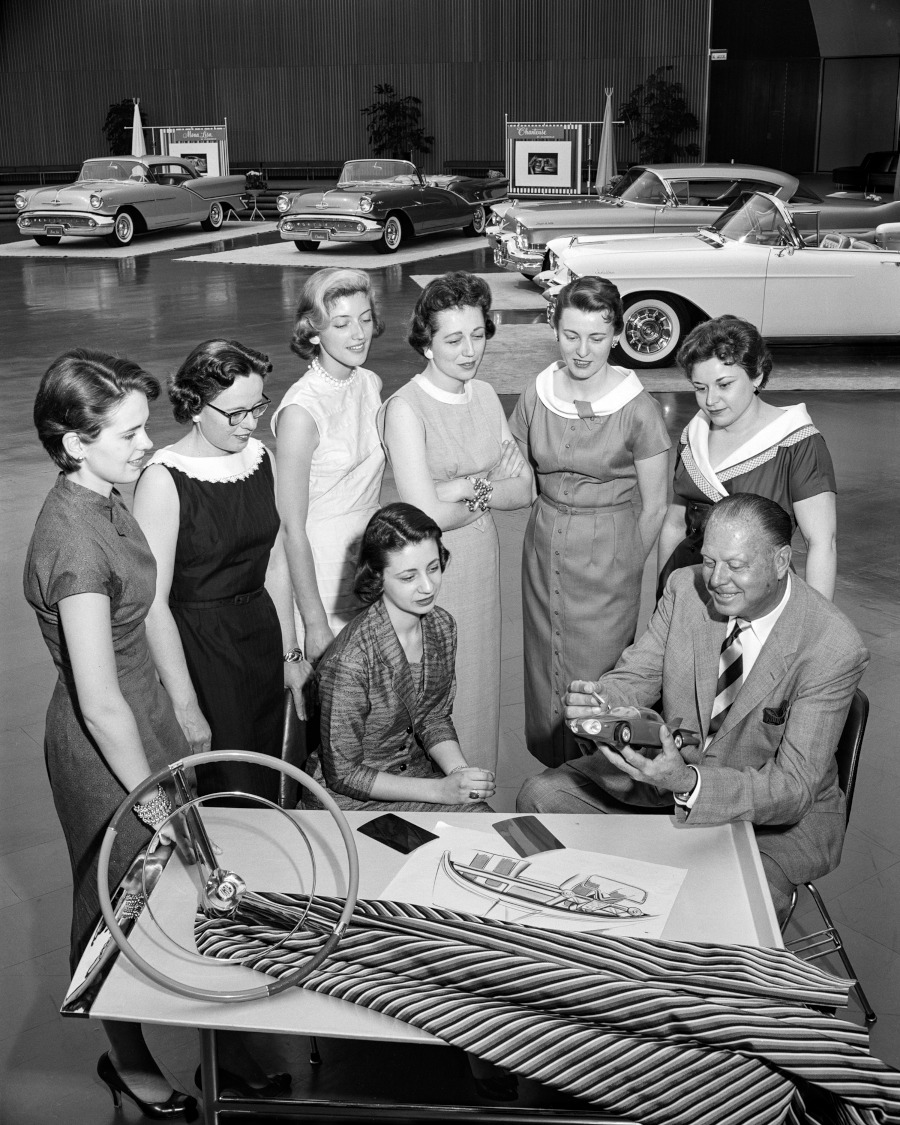 GM Damsels of Design with Harley Earl early 1950s General Motors Archive RESIZED 5