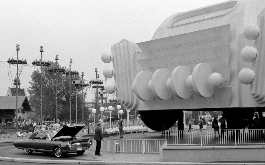 Chrysler Turbine Car at the 1964 Worlds Fair Chrysler Archives RESIZED 8