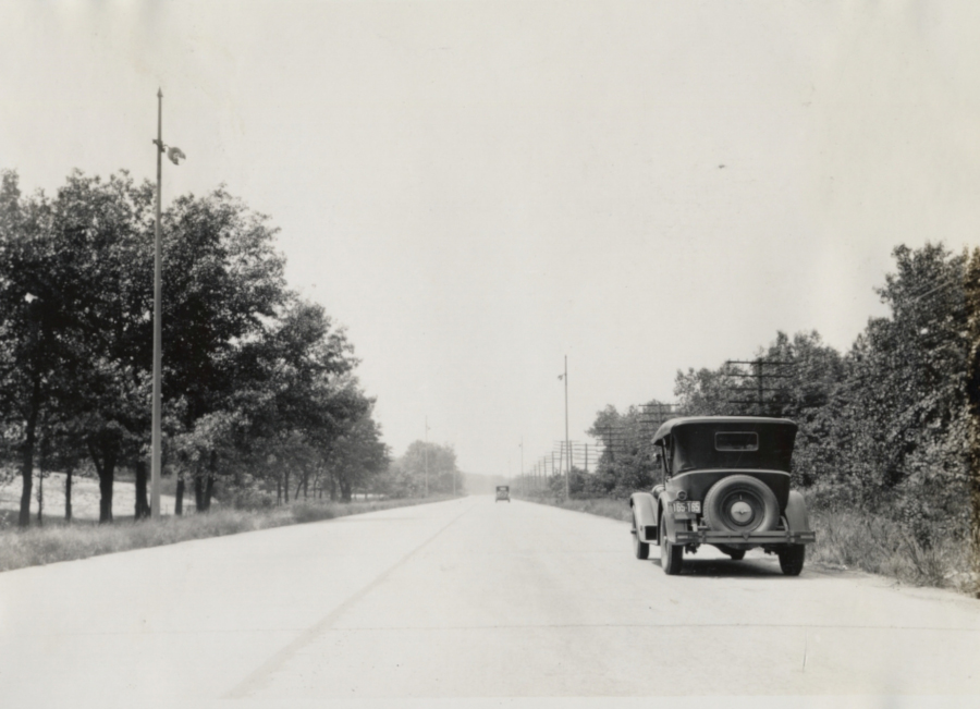 A Packard rides on the Lincoln Highway Indiana Automotive Landmark News RESIZED