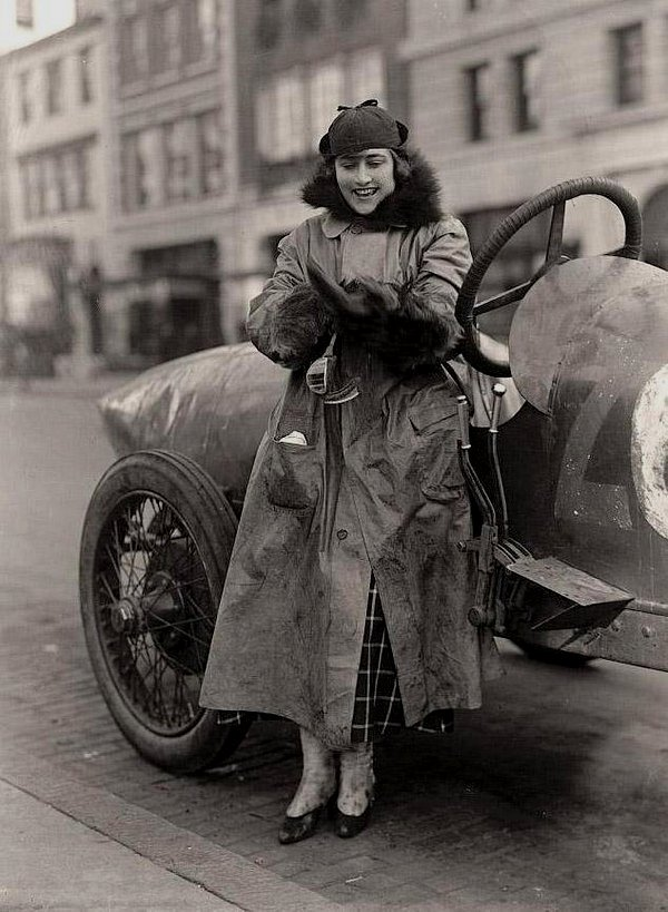Eleanor Blevins in New York City circa 1910s 3